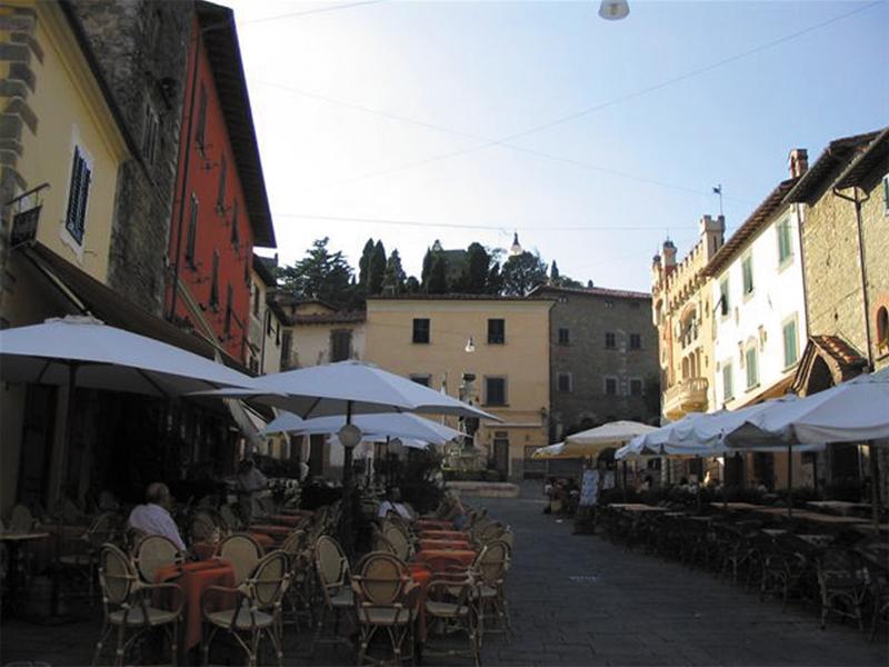 Giuseppe Giusti e l'omonima Piazza